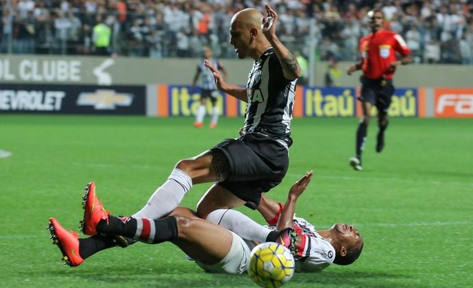 Fábio Santos, lateral do Atlético-MG (Foto: Bruno Cantini)