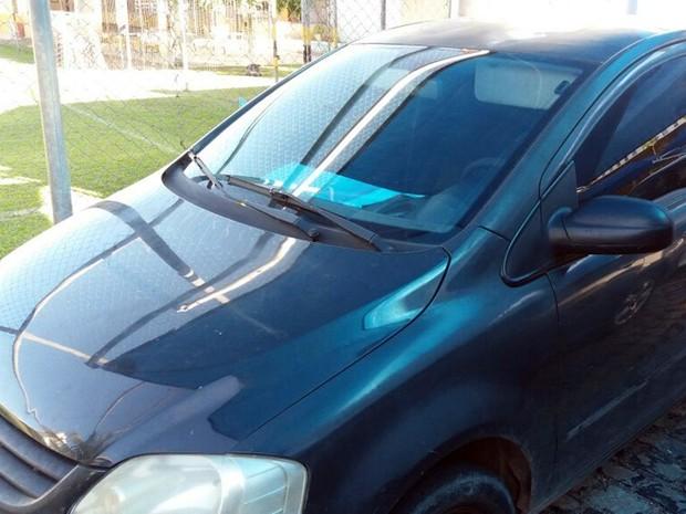 Três suspeitos estavam escoltando a droga em um veículo popular (Foto: Divulgação/ Sinpef)