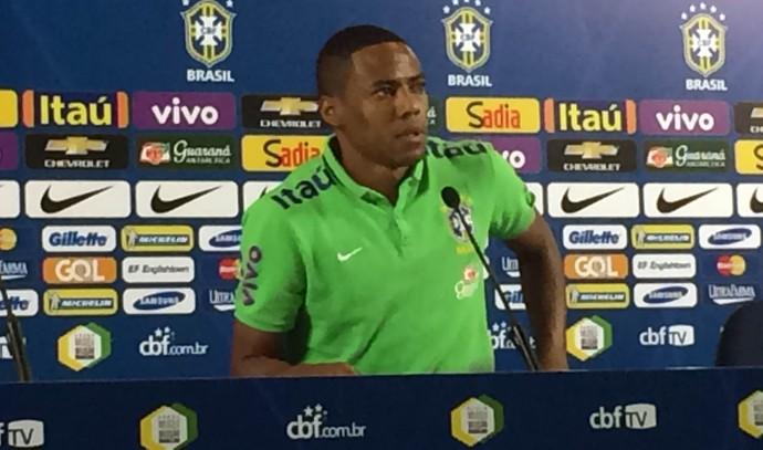 Elias em coletiva da seleção brasileira (Foto: Marcelo Hazan)