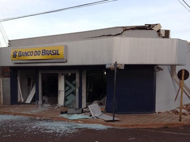 Explosão Caixa Eletrônico Canápolis (Foto: Maritza Borges)