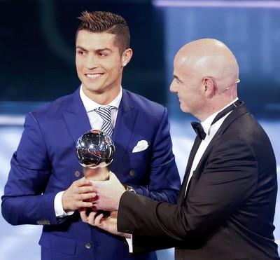Cristiano Ronaldo premio Fifa the best infantino (Foto: Reuters)
