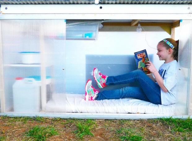 menina-10-anos-constroi-casa-energia-solar-moradores-de-rua (Foto: Reprodução/Relax Shacks)