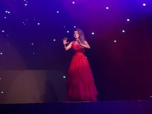 Paula Fernandes no palco giratório (Foto: EGO)