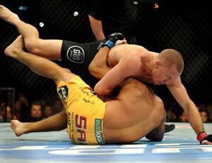 UFC Georges St-Pierre e Johny Hendrick (Foto: Stephen R. Sylvanie / USA TODAY Sports)