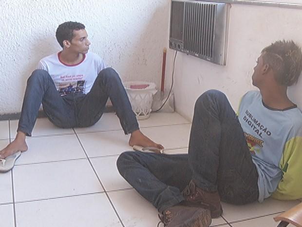 Segundo a PM, suspeitos têm diversas passagens por assalto, furto e roubo. (Foto: Reprodução/Inter TV)