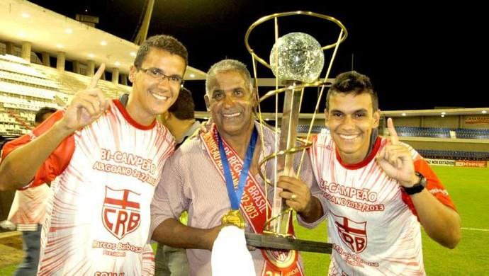 Ademir Fonseca comemora título do Alagoano com os filhos Wilander e Winnicius Fonseca (Foto: Arquivo Pessoal)