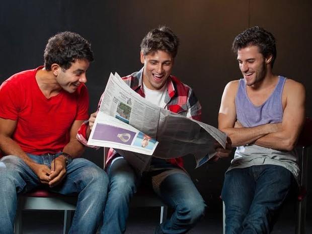 Atores interpretam amigos de infância que se reencontram em bar (Foto: Divulgação)