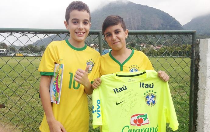 Daniel menino invadiu treino camisa david luiz seleção brasileira (Foto: Christiane Mussi)