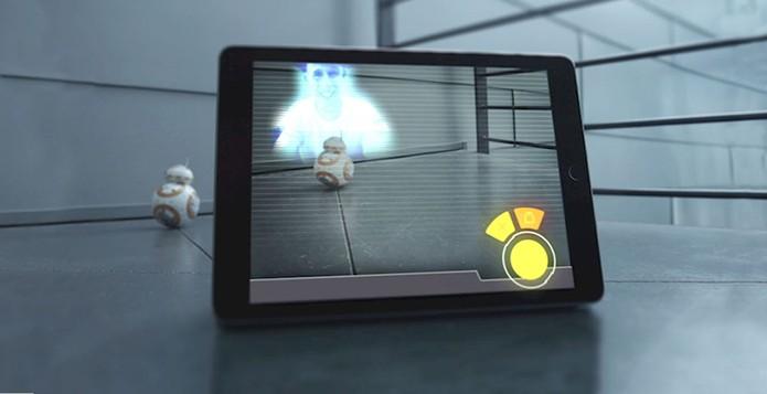 Robô pode gravar e reproduzir mensagens holográficas na tela do celular (Foto: Reprodução/Sphero)