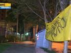 Manifestantes no RS penduram faixa em frente à casa de Teori Zavascki