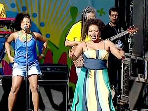 A cantora Margareth Menezes se apresenta na Fifa Fan Fest do DF (Foto: TV Globo/Reprodução)