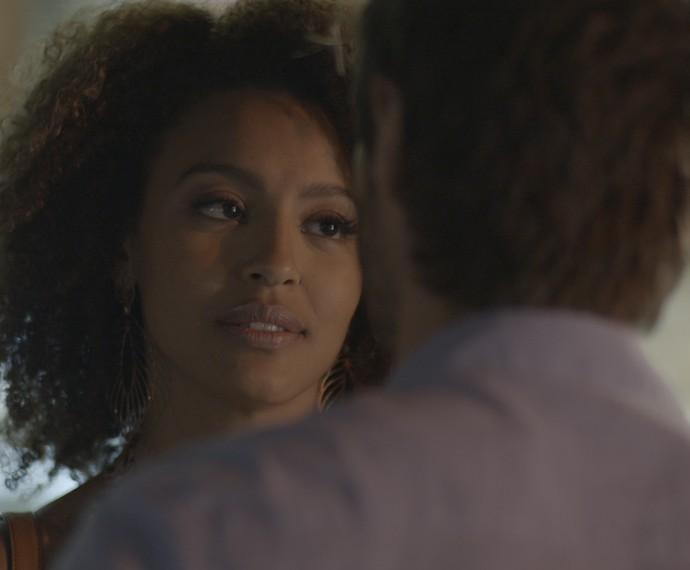 Paula fica surpresa com as atitudes de Pedro (Foto: TV Globo)