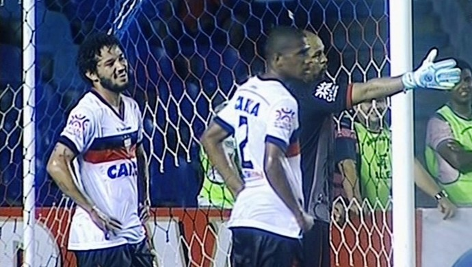 Sampaio Corrêa x Atlético-GO (Foto: Reprodução/Premiere)