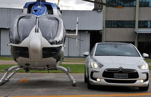 O helicóptero se esforça para chamar mais atenção que o Citroën (Foto: Oswaldo Luiz Palermo/Autoesporte)