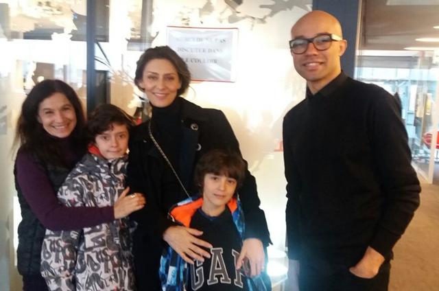 Tuna Dwek, Maria Fernanda Cândido com os filhos e o repórter Silvano Mendes (Foto: Arquivo pessoal)
