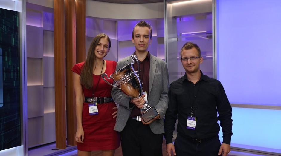 Barbora Suchanova, Marek Novak e Tomas Pikous, da X.GLU, vencedores da Imagine Cup 2017  (Foto: Divulgação)