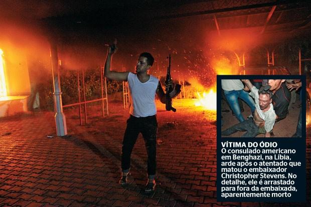 vítima do ódio O consulado americano em Benghazi, na Líbia,  arde após o atentado que matou o embaixador Christopher Stevens. No detalhe, ele é arrastado  para fora da embaixada, aparentemente morto (Foto: AFP)