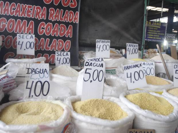 Alta no preço da farinha de mandioca vendida no Pará chega a 60% nos três primeiros deste ano, aponta pesquisa do Dieese divulgada nesta terça (26). (Foto: Akira Onuma/O Liberal)