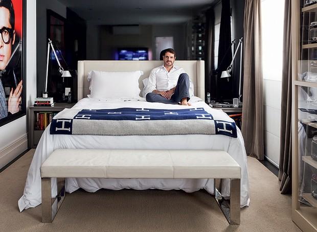 quarto-cama-preto-moderno (Foto: Lufe Gomes/Editora Globo)