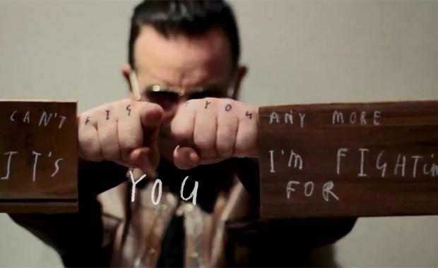 Cena do vídeo de 'Ordinary love', divulgado pelo U2 (Foto: Divulgação)