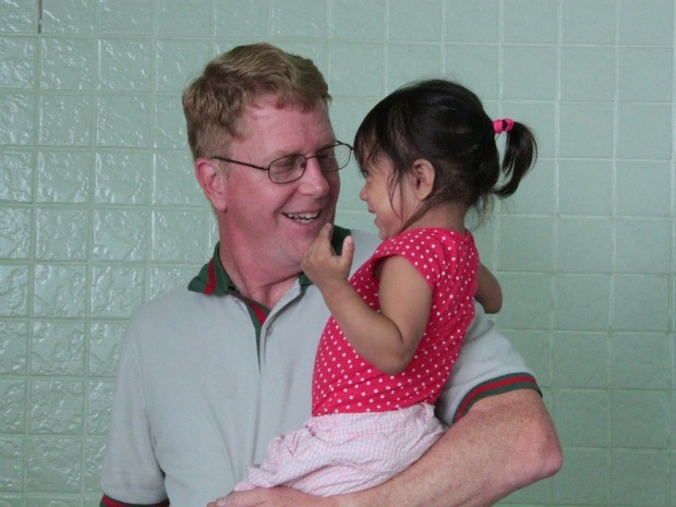 Após experiência na região do Vale do Javari, missionário Barry Hall se comoveu com situação indígena e iniciou trabalho para implantação de abrigo (Foto: Camila Henriques/G1 AM)