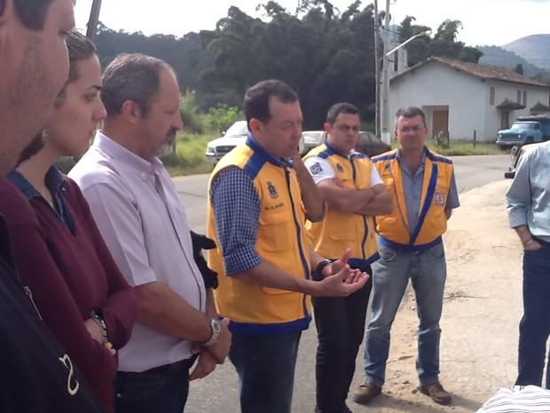 Agenets da Defesa Civil estão estudando o local (Foto: Divulgação)