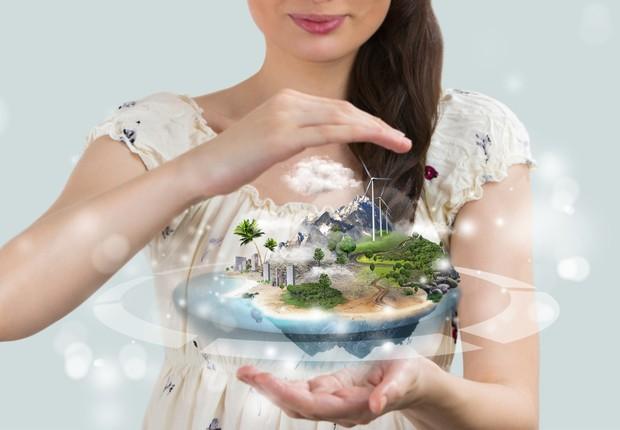 Mulher com holografia do mundo no futuro (Foto: Thinkstock)