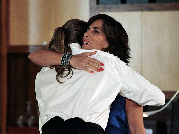 Roberta e Vânia comemoram a parceria (Foto: Guerra dos Sexos / TV Globo)