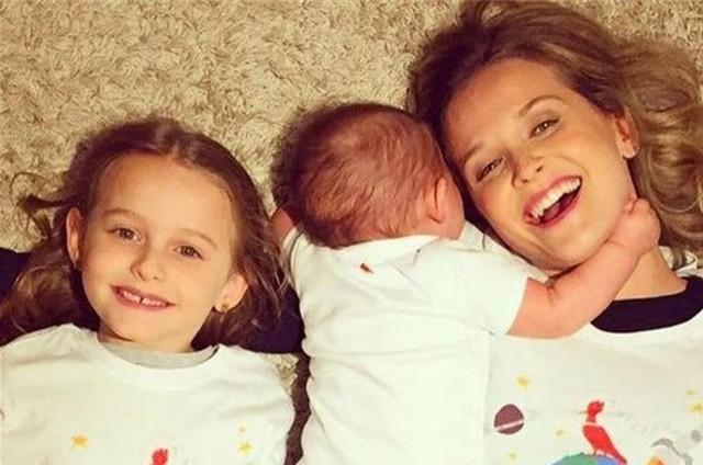 Fernanda Rodrigues com os filhos (Foto: Divulgação)