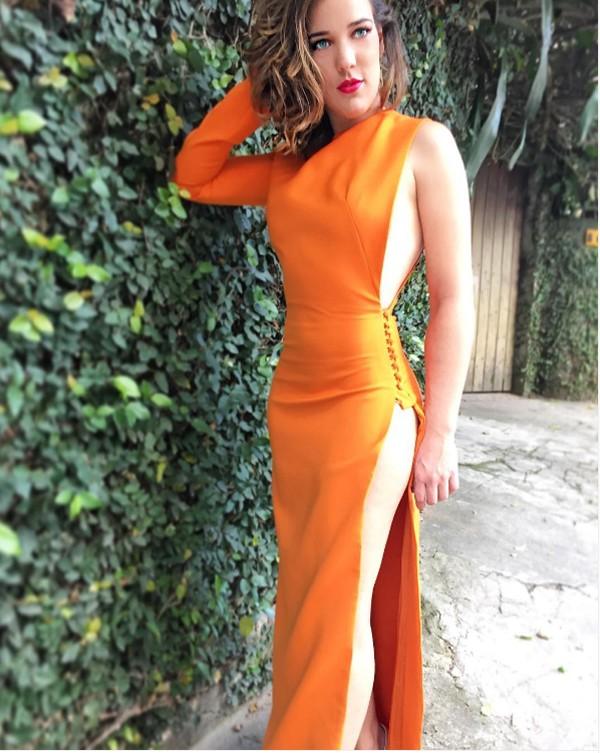 Adriana Biroli usa vestido decotado e defende o direito de mostrar o corpo (Foto: Reprodução / Instagram)