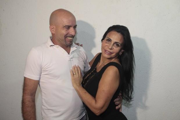 Gretchen e o marido (Foto: Isac Luz/EGO)