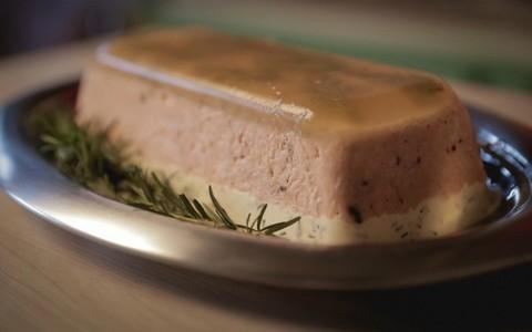 Terrine de salmão e espumante