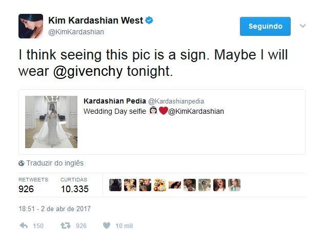 Kim disse que o modelo Givenchy foi inspirado no casório (Foto: Reprodução Twitter)