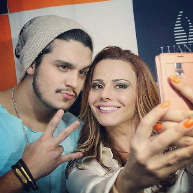 Viviane Araújo tieta Luan Santana depois do show (Foto: Reprodução/Instagram)