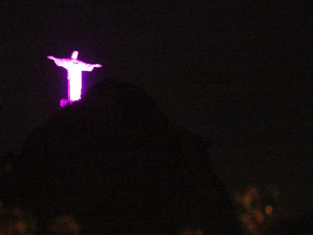 O Cristo iluminado com a cor da campanha (Foto: Divulgação/Marcelo Horn)