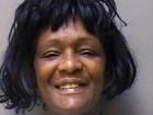 Americana posa sorridente ao ser presa pela 396ª vez em 35 anos
