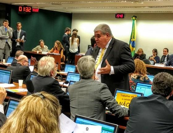 Deputado Carlos Marun tenta convencer oposição de que será um bom presidente da Comissão da Reforma da Previdência (Foto: Nonato Viegas)