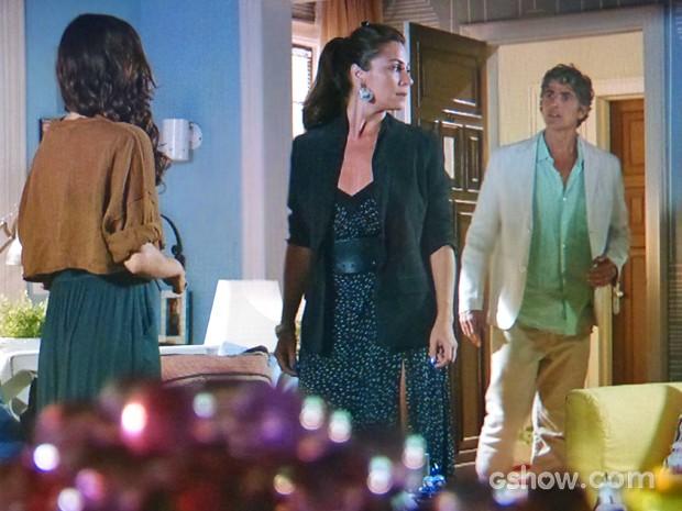 Cadu chega e atrapalha a declaração de Marina para Clara (Foto: Em Família/ TV Globo)