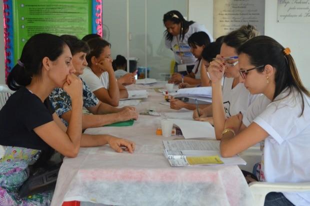 Famílias se inscrevem em programa de habitação, em Cacoal (Foto: Magda Oliveira/G1)