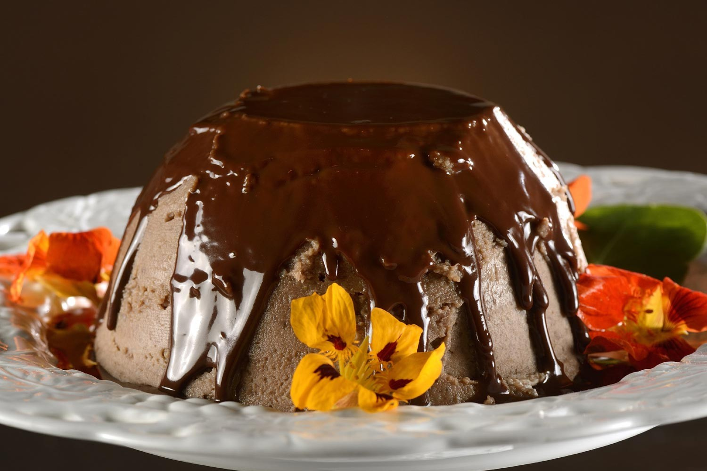 Receita: pudim de castanha com calda de chocolate quente