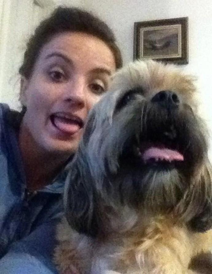 Michelly e Marlei mostram a língua. Quem é melhor na careta? (Foto: Arquivo Pessoal)