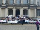 Auditores da Receita Federal entram em greve e protestam em Santos, SP