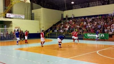 Jogo entre Bela Vista e Jardim pela semifinal da Copa Morena de futsal 2013 (Foto: Alexandre Cabral/TV Morena)