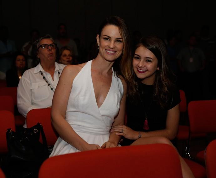 Carolina Kasting ao lado de Klara Castanho, que interpreta a filha de Rosa em nova fase (Foto: Ellen Soares/Gshow)