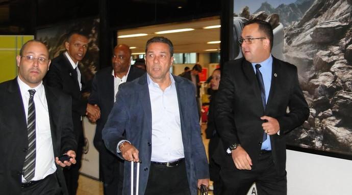 Luxemburgo chega a BH para primeiro contato com elenco do Cruzeiro (Foto: Tayrane Corrêa)