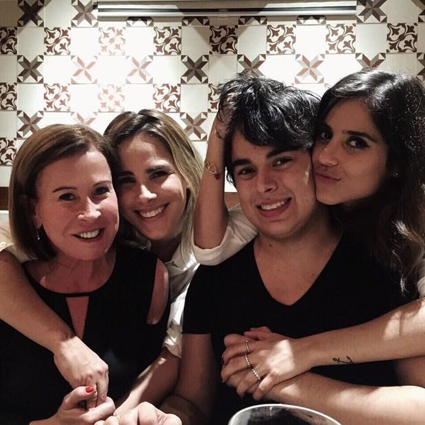 Zilu Camargo com os filhos, Wanessa, Camilla Camargo e Igor (Foto: Instagram/ Reprodução)