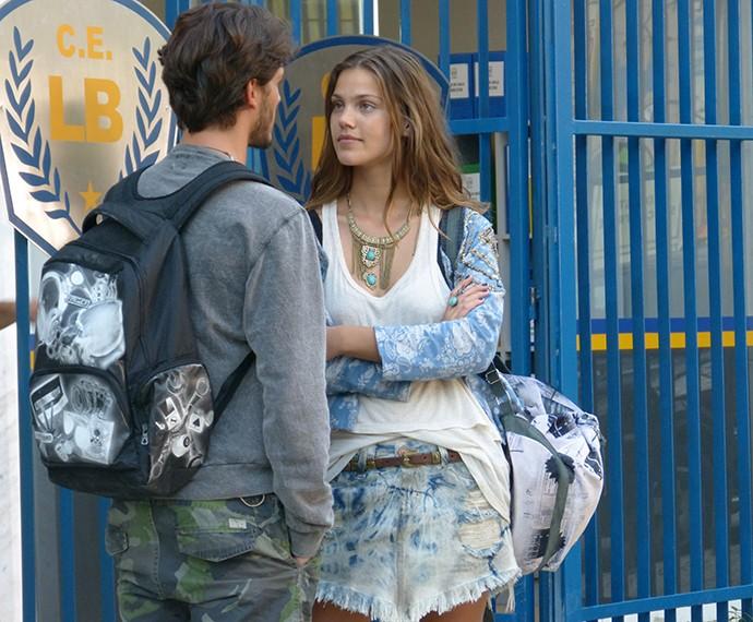 Roger sabe um segredo importante de Alina (Foto: Juliana Freitas/Gshow)