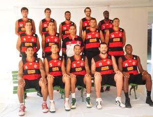 flamengo basquete time posado (Foto: Nelson Veiga/Globoesporte.com)