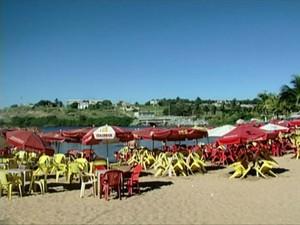 A Lagoa do Siri, em Marataízes, está imprópria para banho, segundo o Iema (Foto: Reprodução/ TV Gazeta)