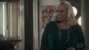 Magnólia fica irritada com a presença de Tião em sua casa